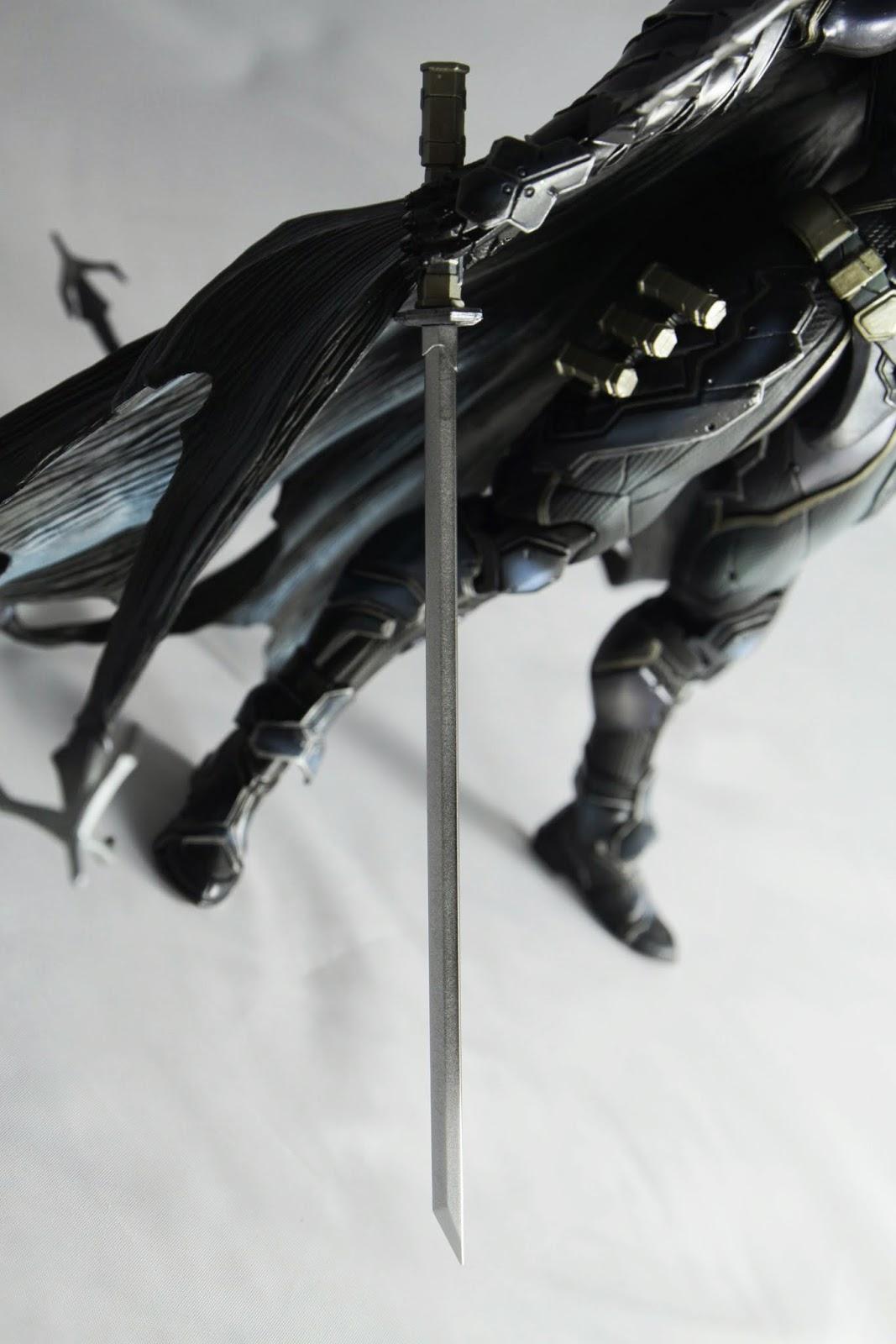 照理說蝙蝠俠自己應該是不會用這種武器 , 不過他十八般武藝都會