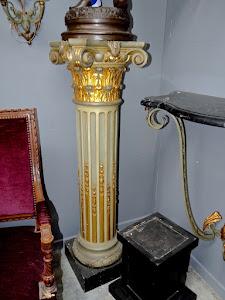 Антикварная колонна. 19-й век.