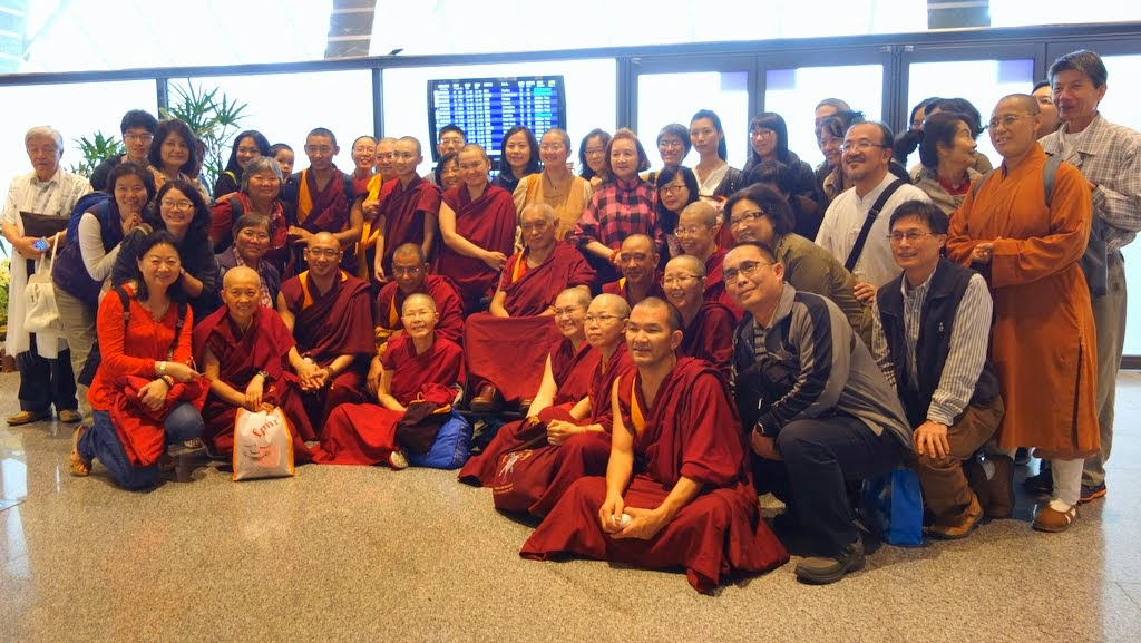 Lama Zopa Rinpoche with FPMT Taiwan Sangha and community members, Taipai, Taiwan, April 2014. Photo by Ven. Roger Kunsang.