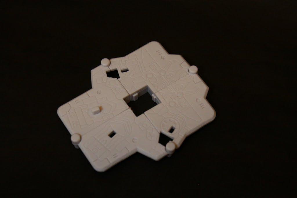 謎之石板: 本款轉蛋原創的東西 上面有豪快王的刻印 主要是拿來 把三個裝備裝上去展示這樣