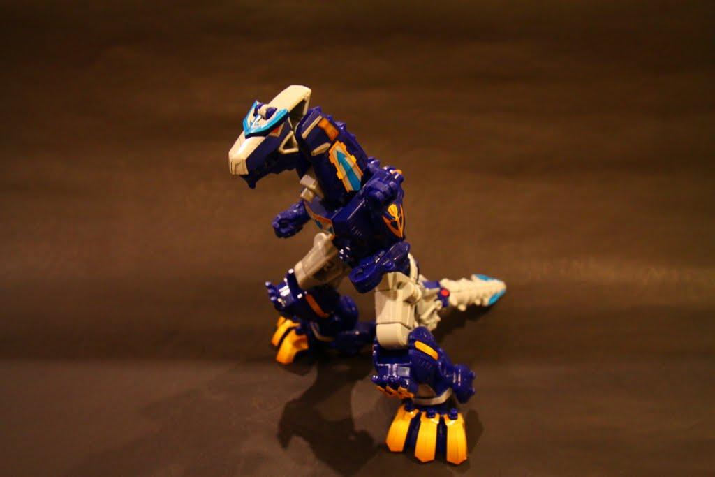 第二型態-豪獸暴龍:來自於恐龍戰隊的巨大力量! 其實這型態台灣觀眾應該還蠻熟悉的~ 因為這是以前台灣有播的金剛戰士裡面的暴龍阿~ 事實上金剛戰士就是美版的戰隊
