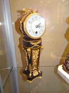 Маленькие настольные часы. 19-й век. Бронза, позолота.