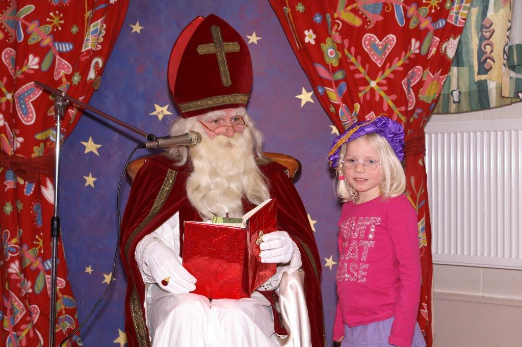Sinter Klaas in de speeltuin 28-11-2009 - PICT6817