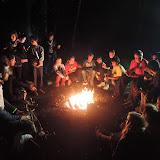 Většina z 49 organizátorů pak ještě chvíli poseděla u ohně. Patří jim poklona - bez nich by to nešlo!