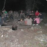 04:20 - Spolu s některými dalšími skupinkami u ohně