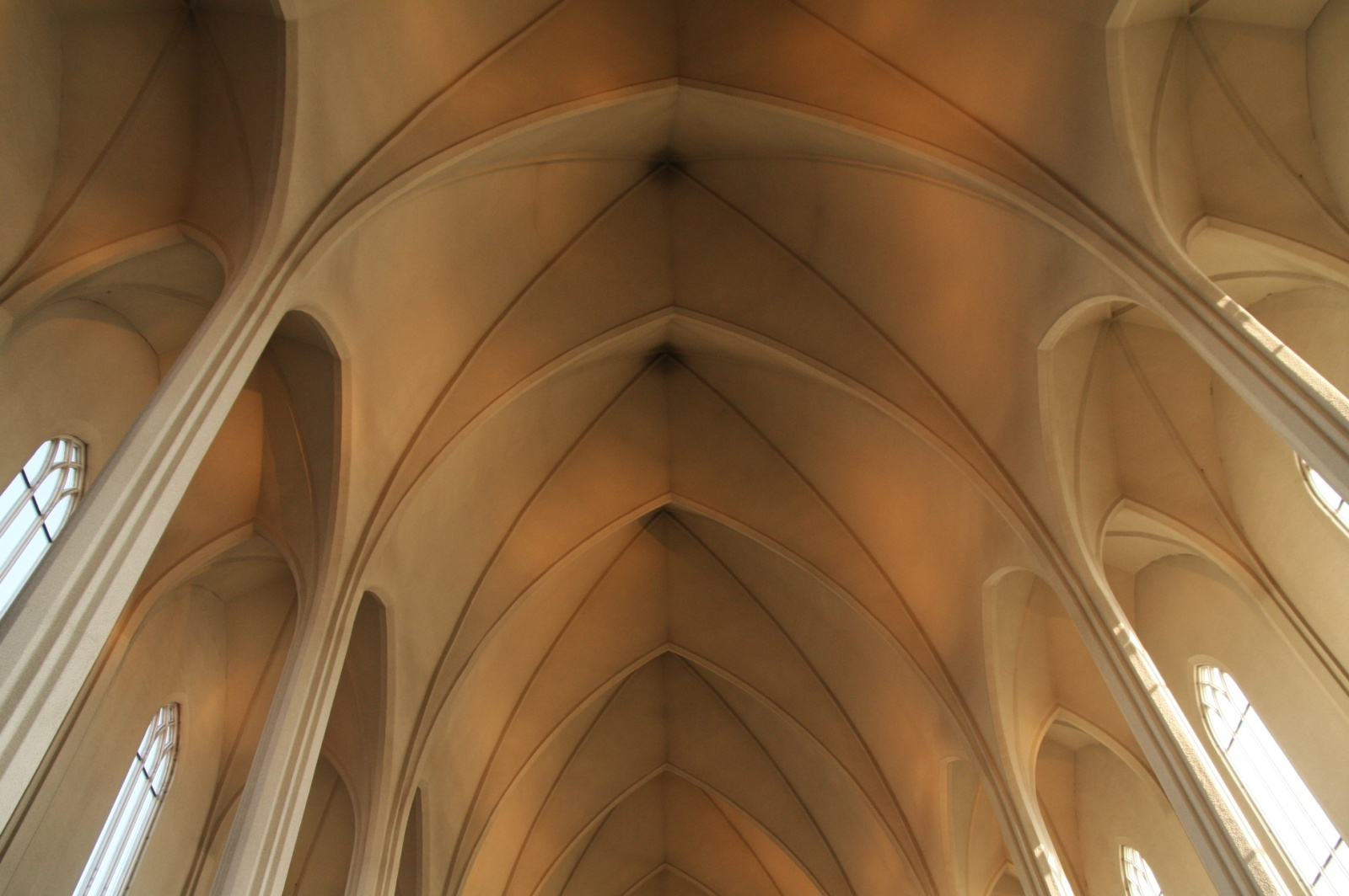 The ceiling of the modernistic Hallgrímskirkja