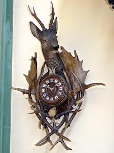 Настенные часы из дерева. 19-й век. Дерево, кость. 100/68 см. 3500 евро.