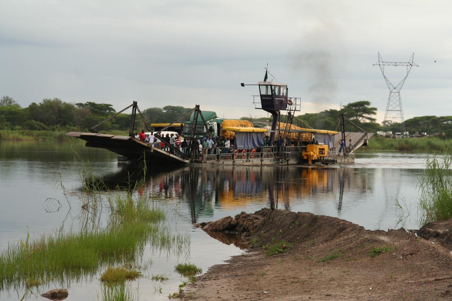 Ferry over the shortest international border - Botswana/Zambia