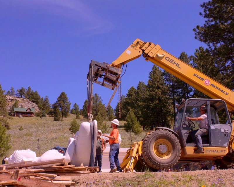 Preparing the statue to be set upright and moved, Buddha Amitabha Pure Land, Washington, US, July 1, 2014. Photo by Merry Colony.