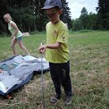 Po příchodu na tábořiště stavíme stany