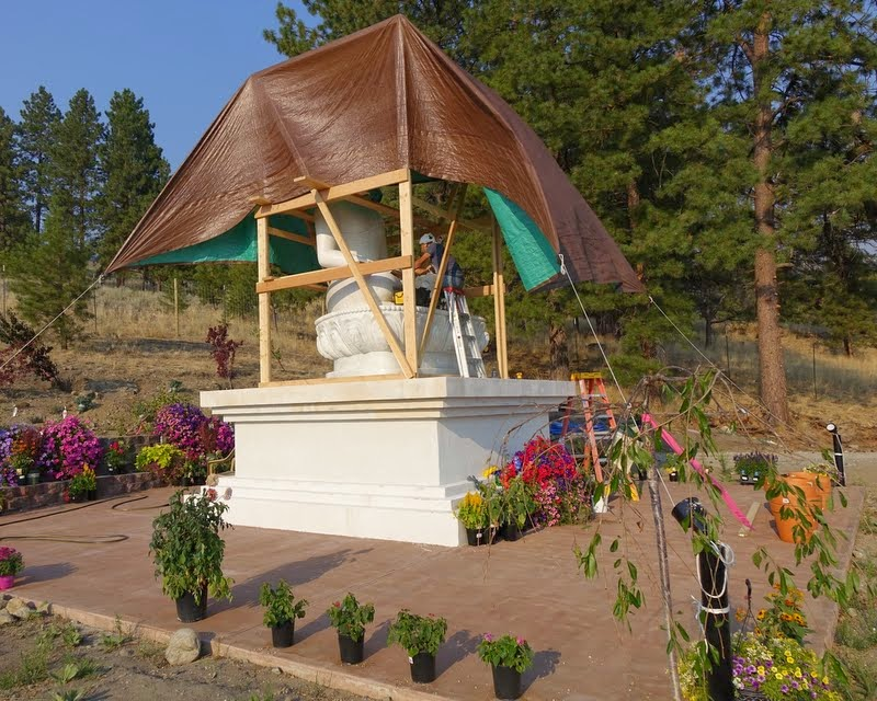 Artist Gelek Sherpa arrived from Land of Medicine Buddha in California and begins work to paint the new Amitabha Buddha statue at Buddha Amitabha Pure Land, Washington, US, August 2014. Photo by Ven. Roger Kunsang.