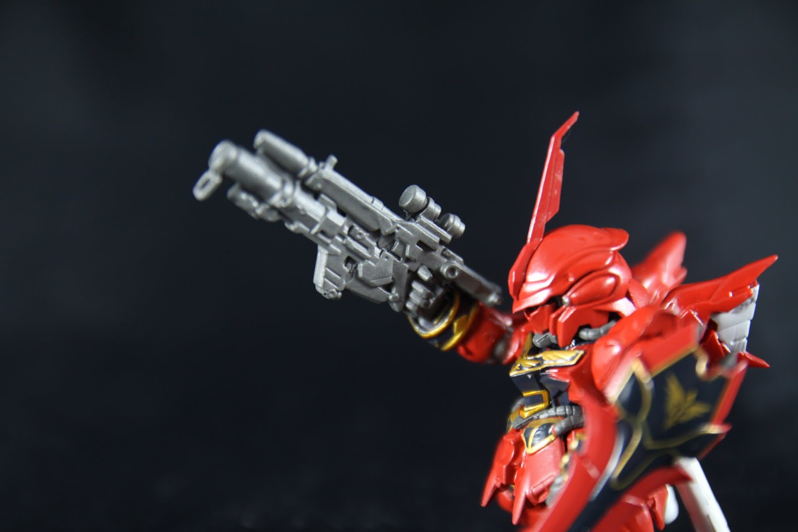 這就是本款的武器-Bazooka 在動畫第五話最後登場發了一砲 基本成型是以原本專用光束步槍為基底 外掛火箭炮的炮身與彈匣