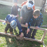 Našli jsme králíčka, který si rád hraje s dětmi.