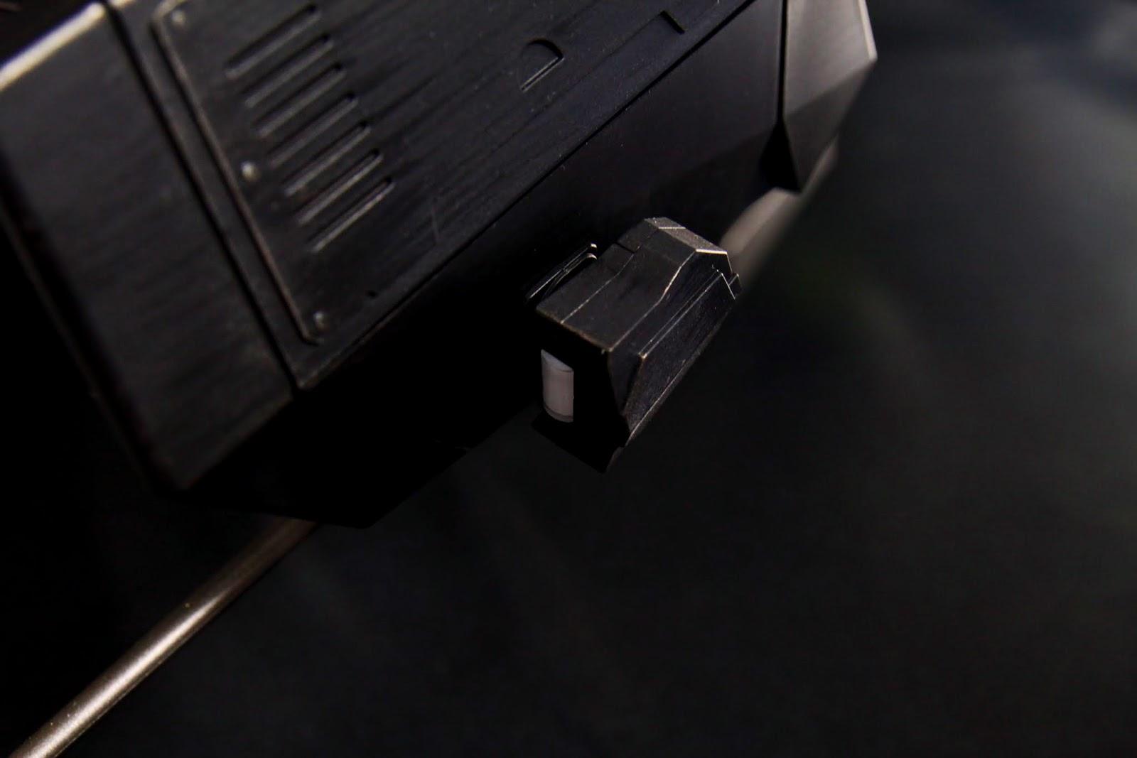 渦輪旁的兩盞LED燈是可以轉動的