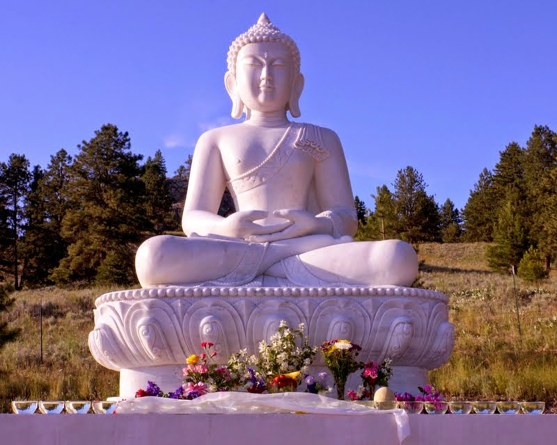 The new Amitabha Buddha statue with offerings, Buddha Amitabha Pure Land, Washington, US, July 1, 2014. Photo by Merry Colony.