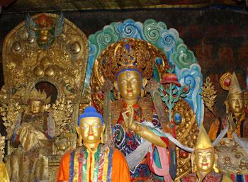 Statues at Sera