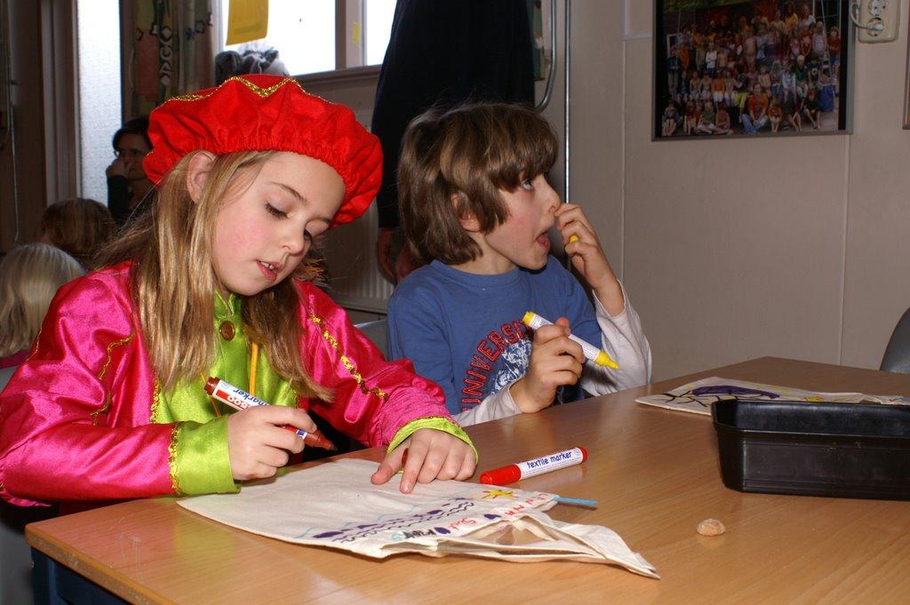Sinter Klaas in de speeltuin 28-11-2009 - PICT6772