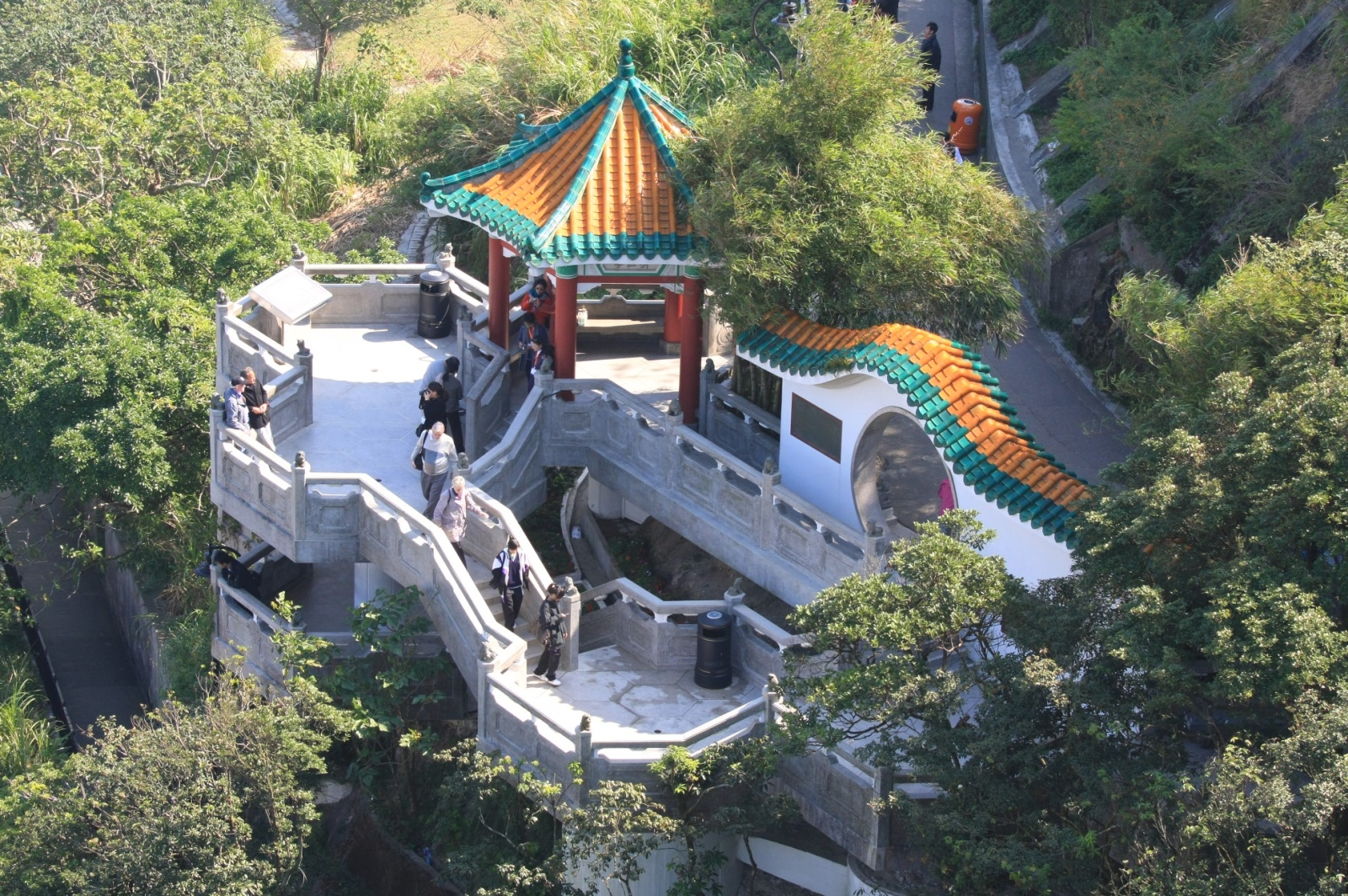 Nice free temple-like viewing platform. Why do people pay for the Victoria Peak Gallery?
