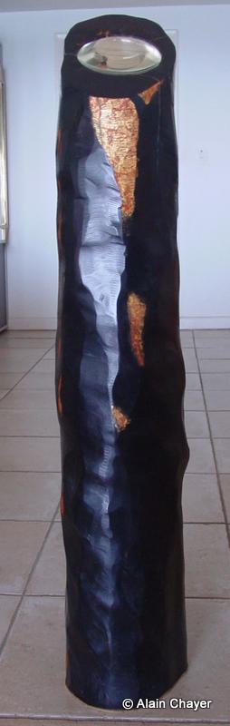 079 - Lumière Noire - 1997 H 110 x 22 Sculpture ébène et feuille d'or
