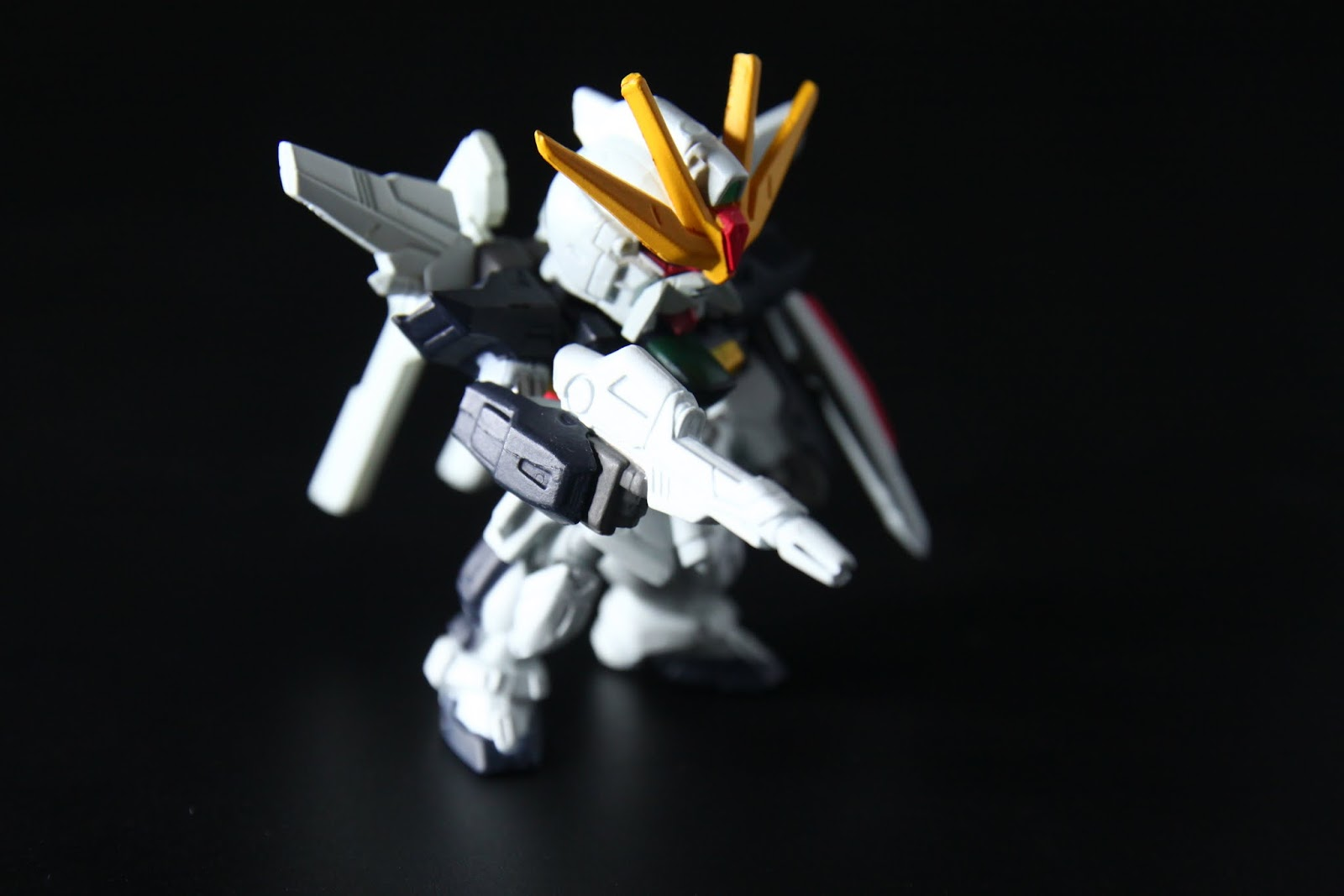 我當年有買1/100的模型,武裝有夠豐富,最近要出MG版了