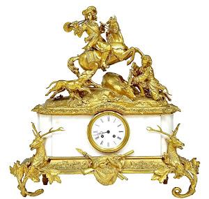Красивые каминные часы с сюжетом охоты. 19-й век. Позолоченная резная бронза, белый мрамор. Высота 60 см. 12000 евро.