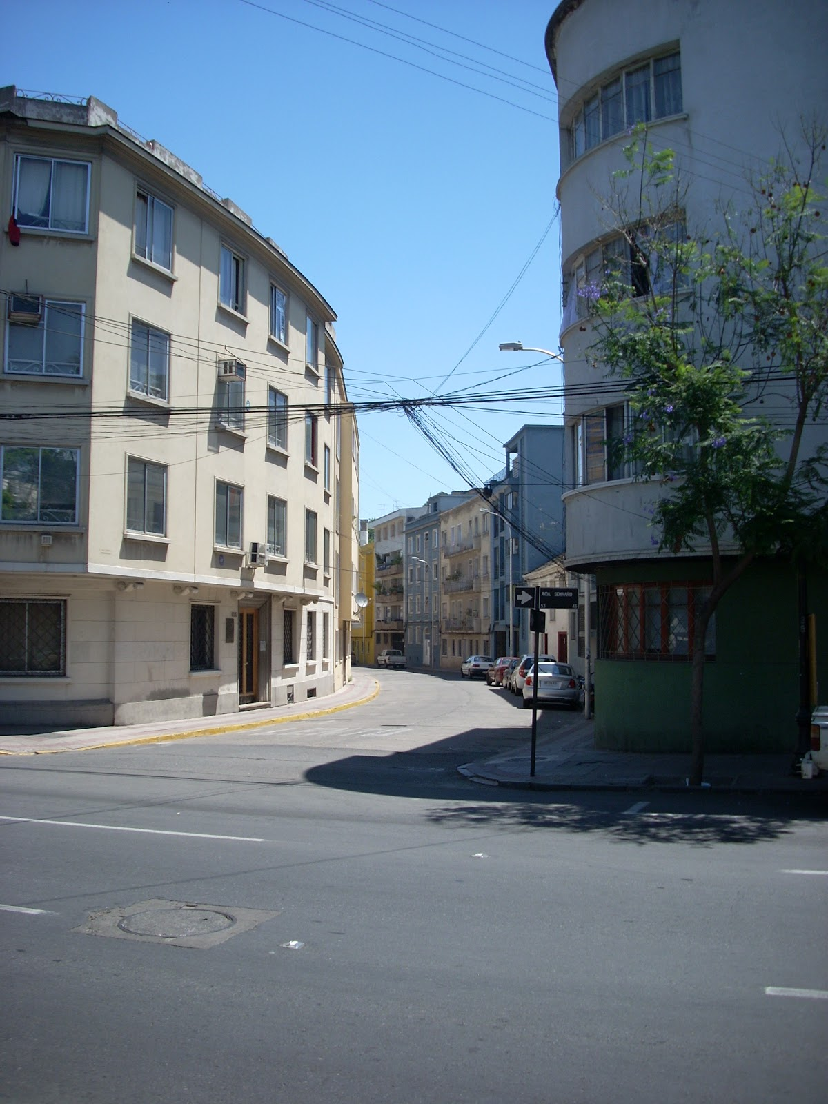 I like these curving streets/buildings too. Reminds me of Europe