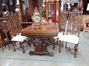 Обеденный стол и четыре стула. 19-й век.