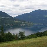 Pohled na Millstätter See z druhé strany - na konci jezera je Döbriach