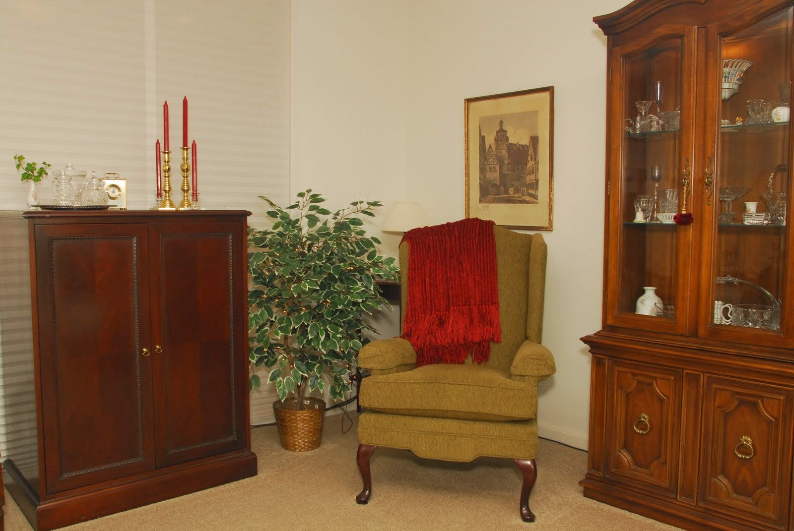 Crest View apartment living room