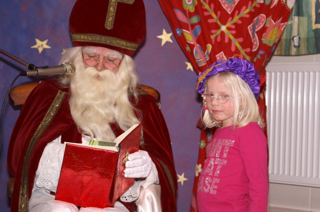 Sinter Klaas in de speeltuin 28-11-2009 - PICT6818
