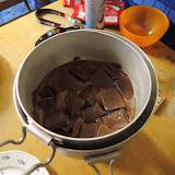 Příprava čokolády na zlatý, totiž žlutý hřeb odpoledne...