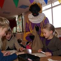 Sinter Klaas in de speeltuin 28-11-2009 - PICT6770