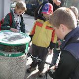 ... k prozkoumání okolních odpadkových košů, kde jsme takřka okamžitě nalezli ...
