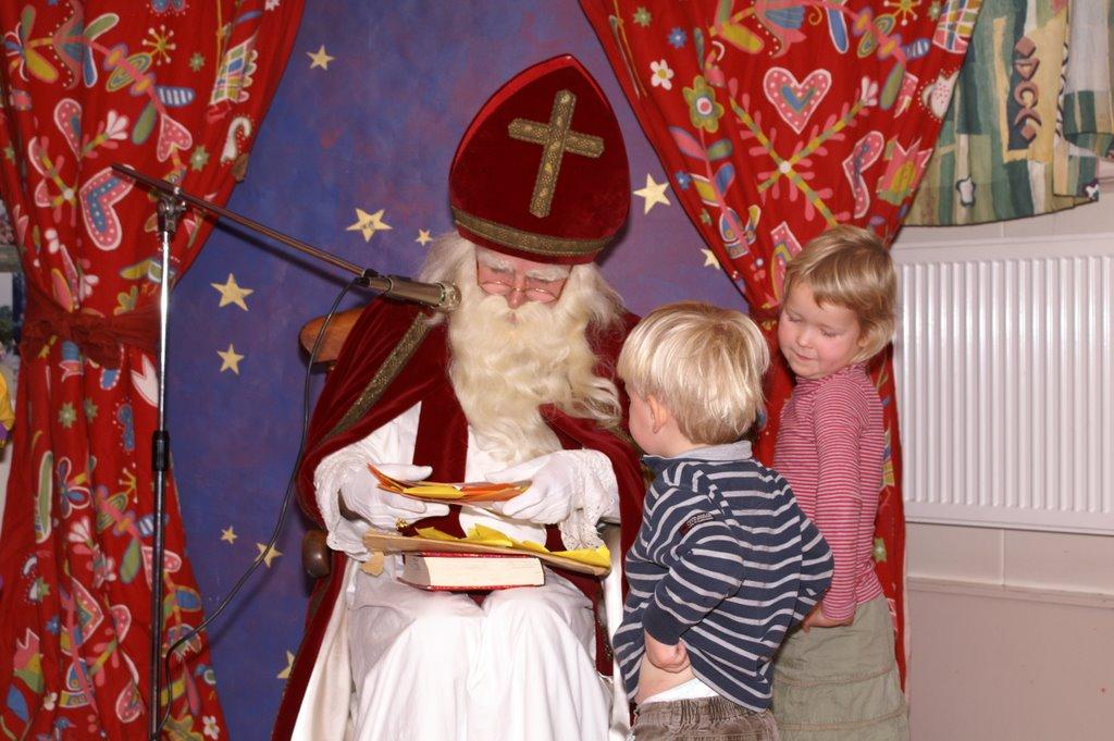 Sinter Klaas in de speeltuin 28-11-2009 - PICT6841
