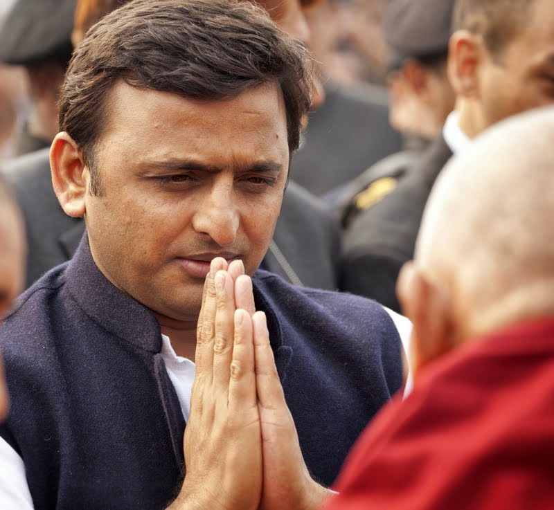 Uttar Pradesh Chief Minister Akhilesh Yadav greeting Lama Zopa Rinpoche, Kushinagar, India, December 13, 2013. Photo by Andy Melnic.