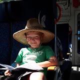 I na cestě zpět si ve vlaku čteme ve zpěvníčku.