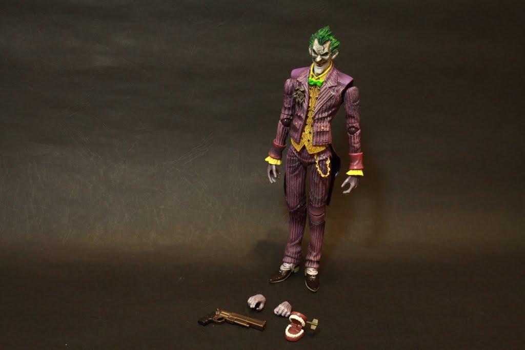 有小丑一位 替換用手首兩個非一對 槍一把 小丑牙齒玩具一個 沒了 就只有這樣 非常之少