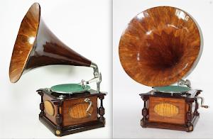 Изумительный антикварный граммофон  с деревянной трубой. ок.1900 г.