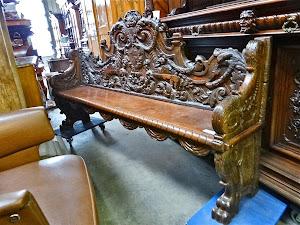 Резной диван 18-й век. 8000 евро.