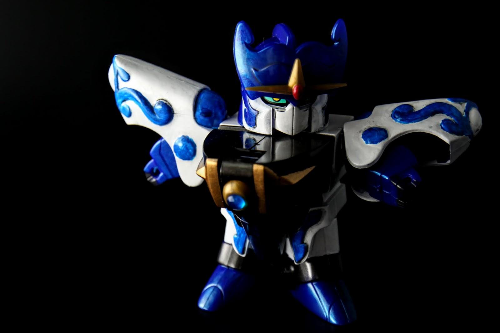 可動當然悲劇這不在話下,讓我最頭痛的莫過於雙肩的遮色,零件是全藍啊!!!!!