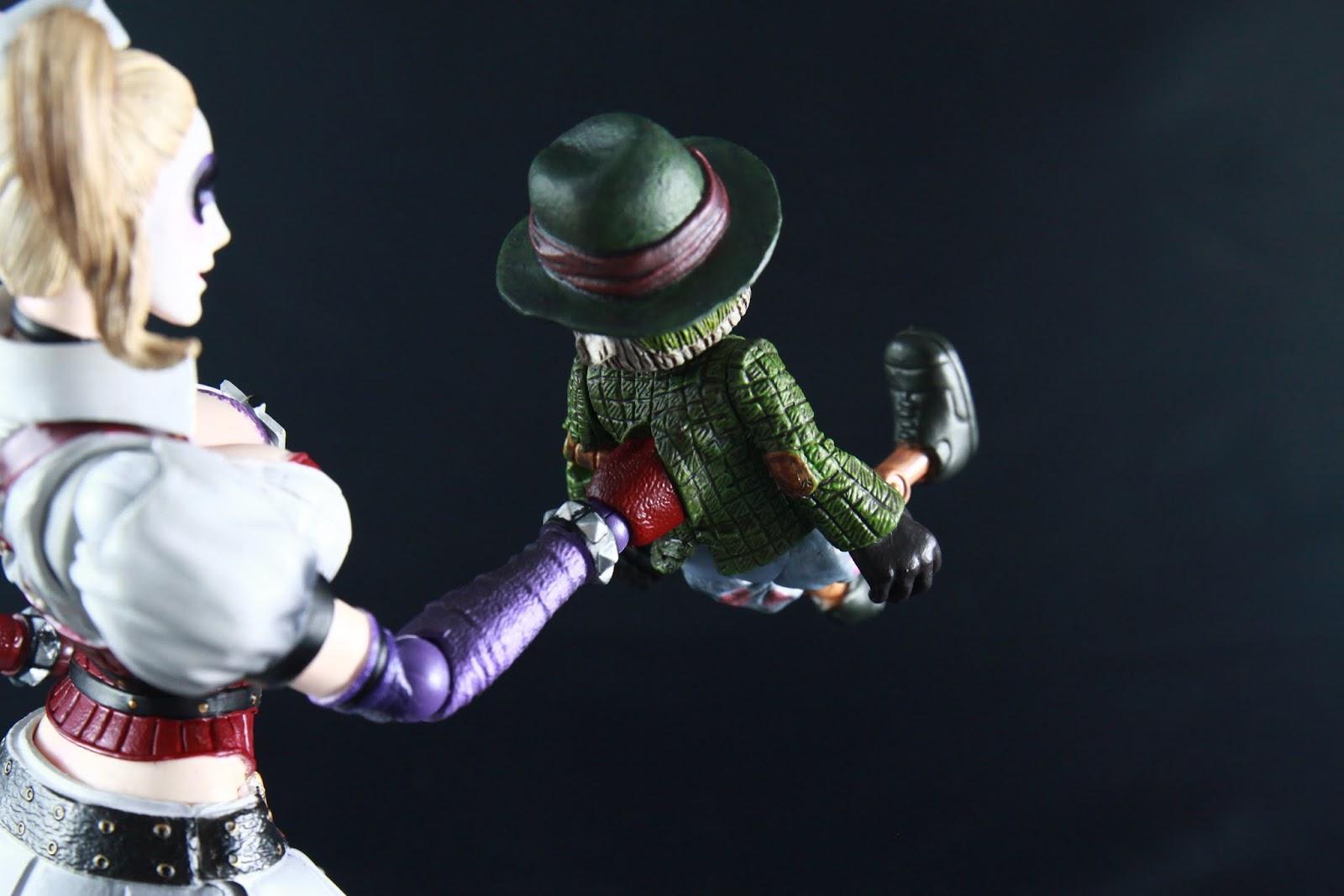 木偶頭跟腳是可動的 雖然幅度都不大 可是雙手則是完全不能動