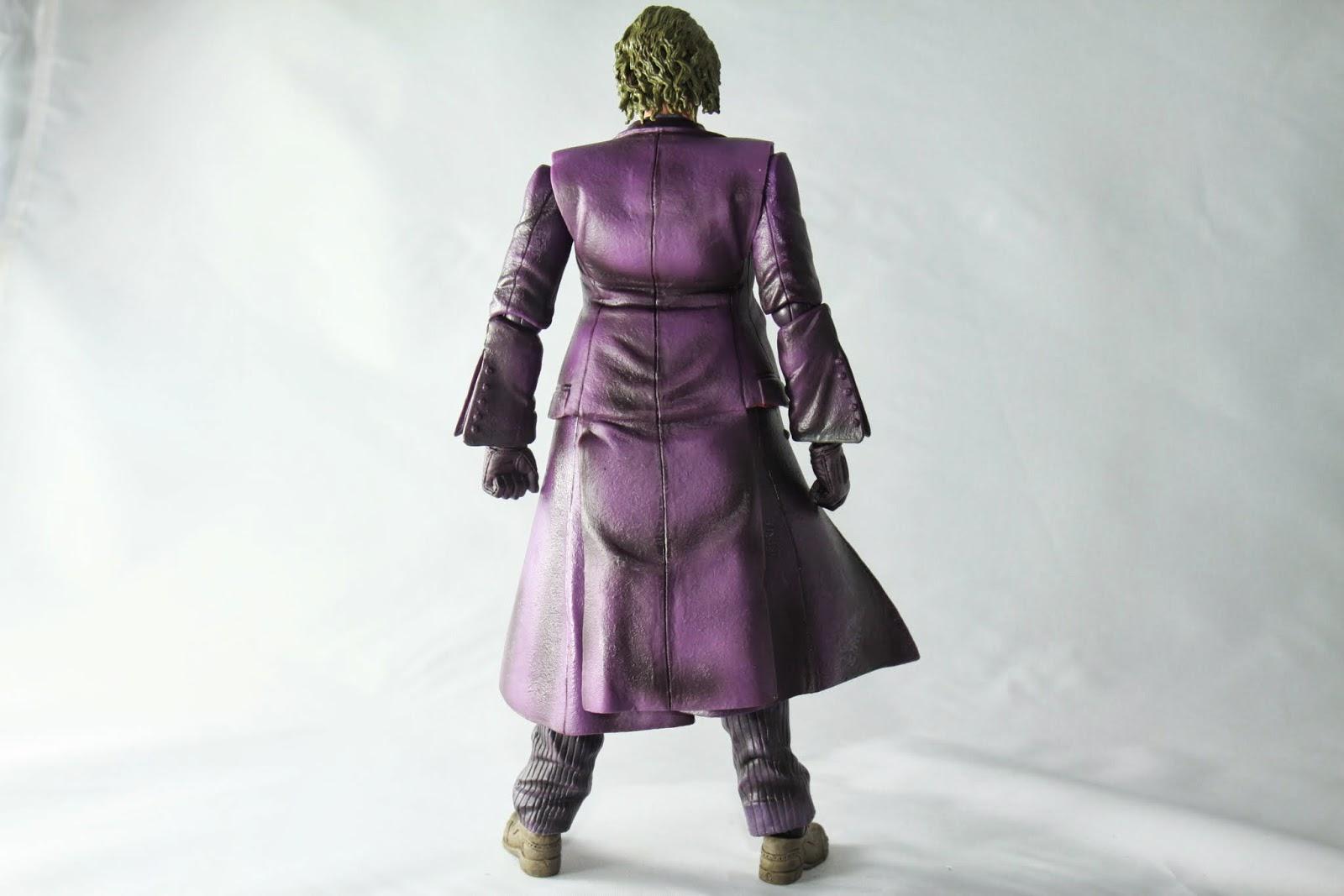 增加衣服的可動導致背後看起來怪怪的