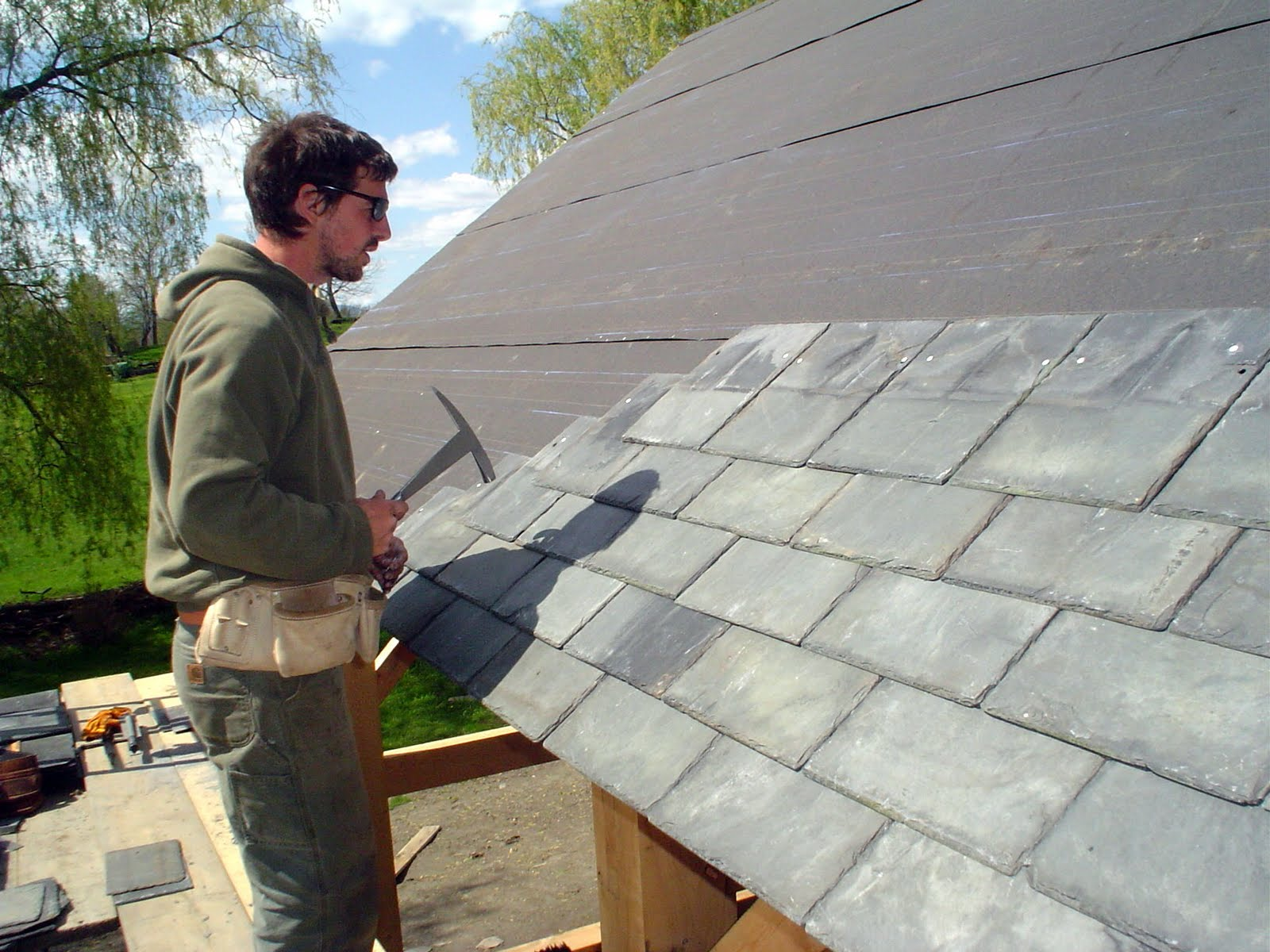 Seth Kelley dipped into his stockpile of recycled slate for this project.
