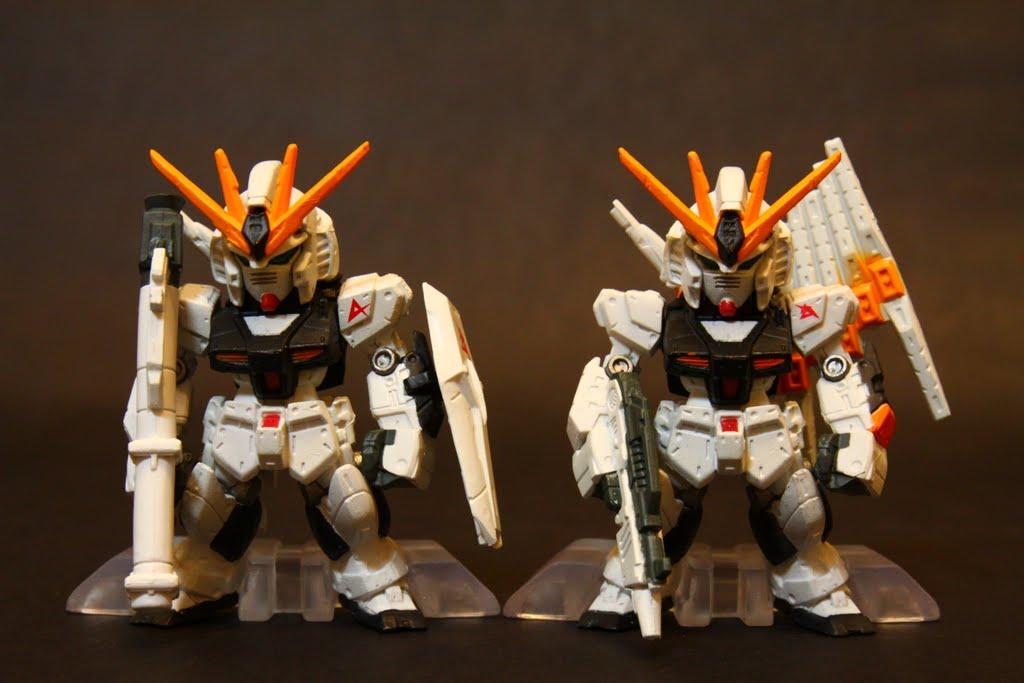 就同一台機體武裝拆半分兩次賣這樣阿 但真的右邊塗裝比起來比較好 可是Fin Funnal的塗裝也溢色太嚴重
