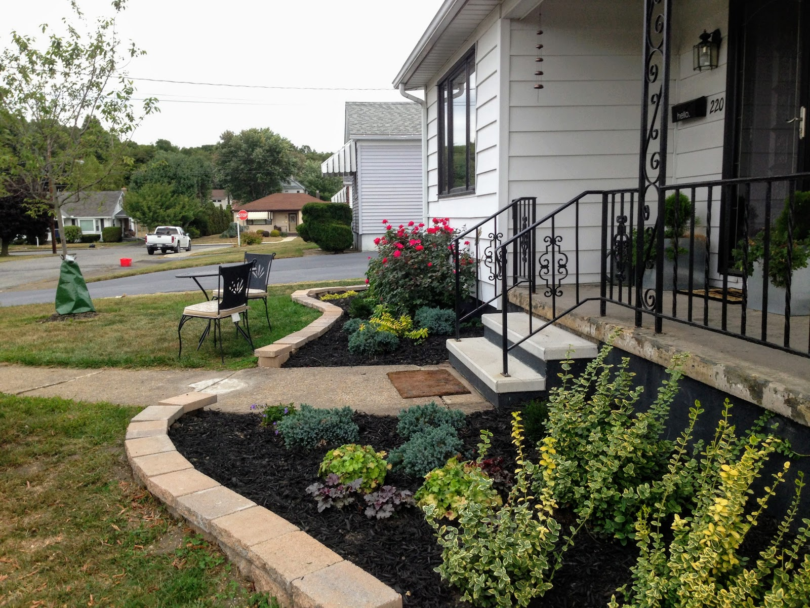 Here's another view of the landscaping near the house and how I curved the edging. The caps have not been cut just yet.