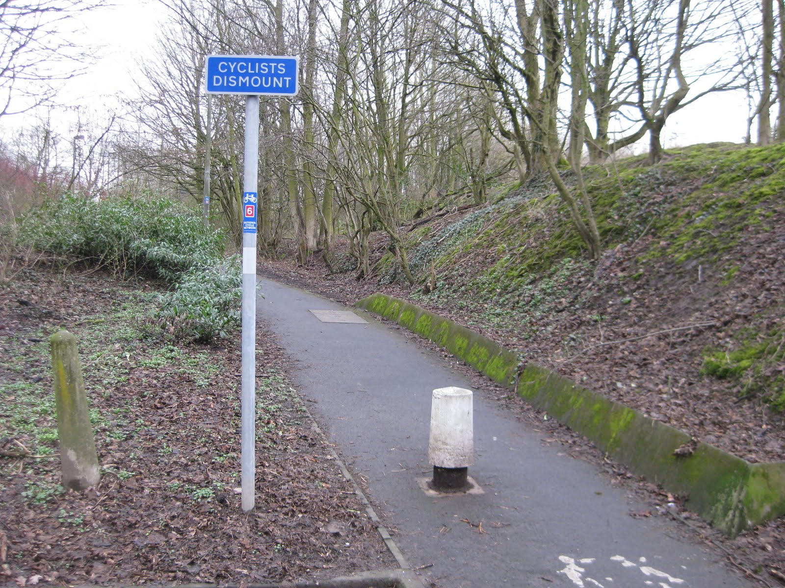 """Always the """"Cyclist Dismount"""" sign - usually ignored"""