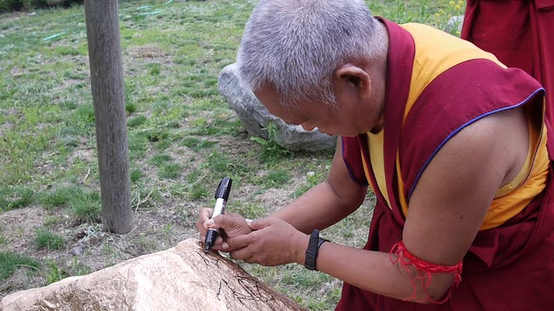 Using right hand to write mantras
