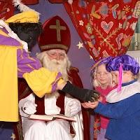 Sinter Klaas in de speeltuin 28-11-2009 - PICT6819