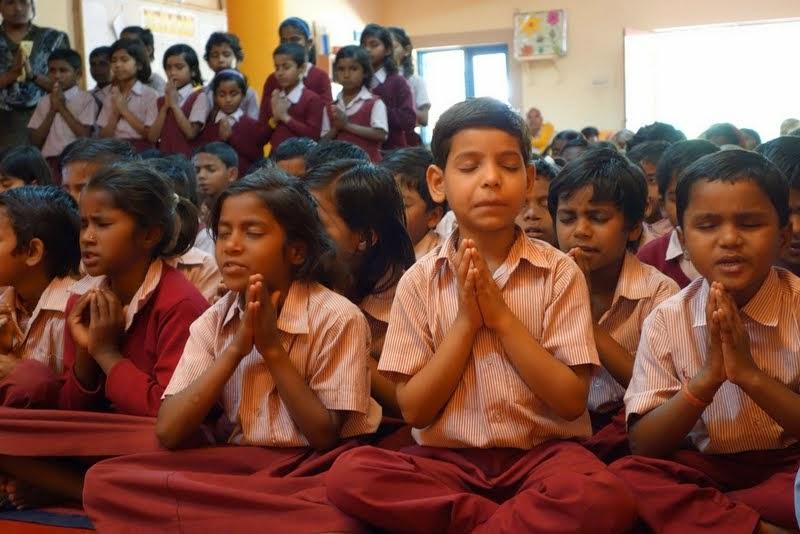 Maitreya School students praying before Lama Zopa Rinpoche's talk, Root Institute, Bodhgaya, India, March 2014. Photo by Ven. Roger Kunsang.