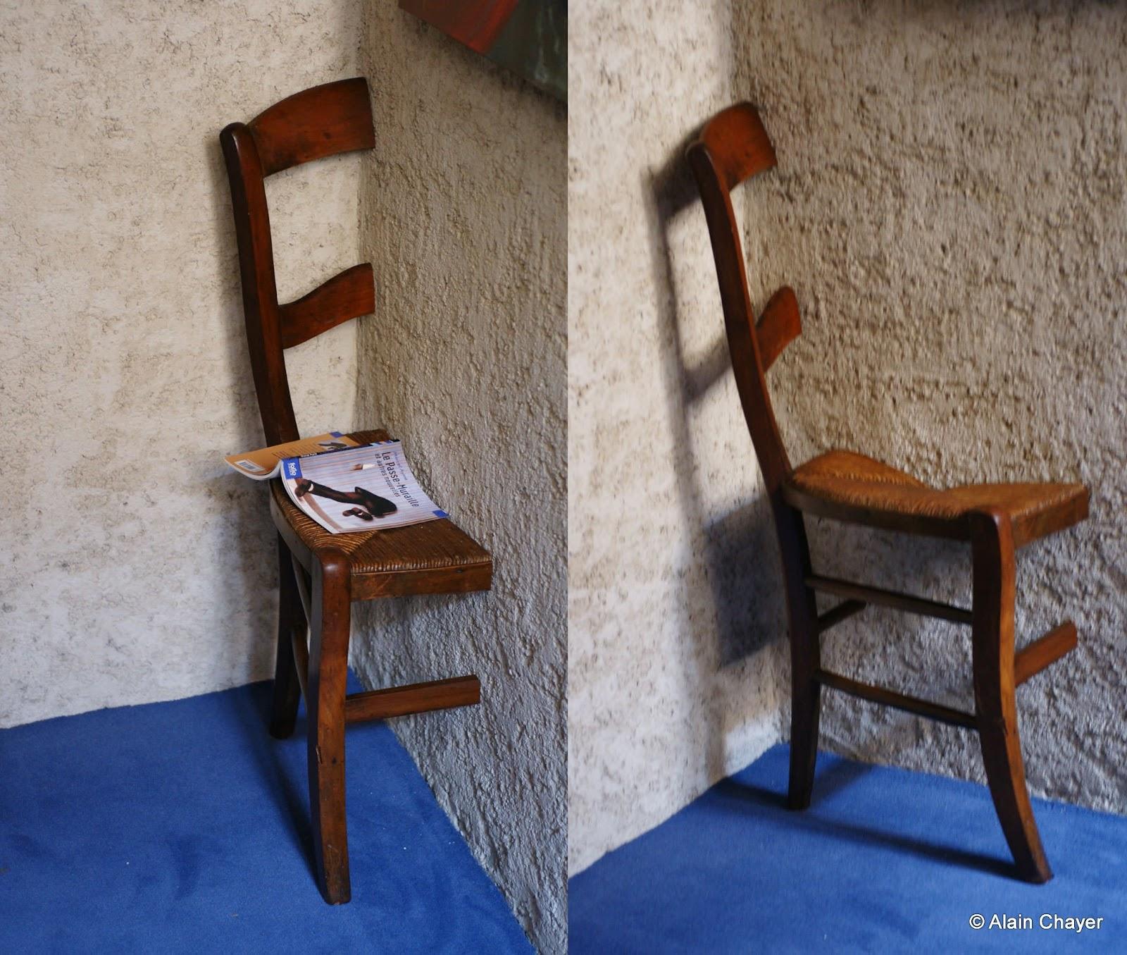 236 – La Chaise Passe muraille – 2011Sculpture sur meuble ancien